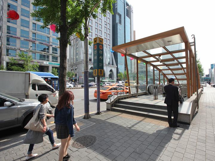 地下鉄3号線新沙駅8蕃出口