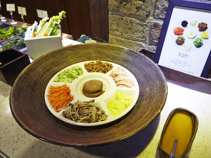 韓国宮廷料理として親しまれる七節板(チルジョルパン)写真提供:The Charim