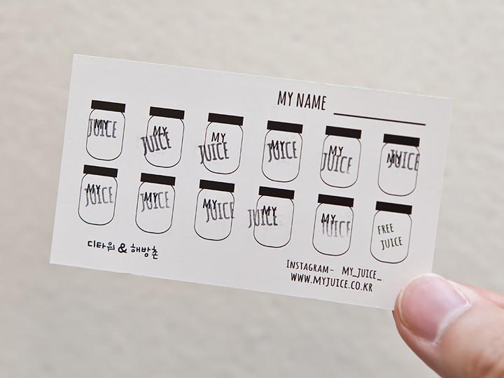 スタンプカード1杯につき一つ(キングサイズ注文時には2つ)のスタンプを押してもらえます。11個たまるとMサイズのジュースが無料に