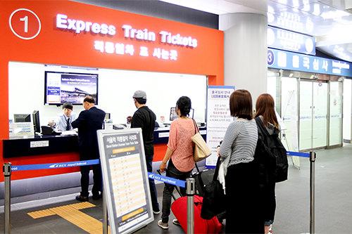 コネストで直通列車を予約した場合はソウル駅都心空港ターミナルB2Fの案内センターでバウチャーを交換