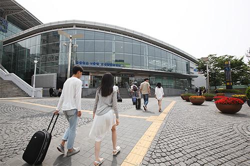 空港鉄道A'REXソウル駅の正面口(15番出口)