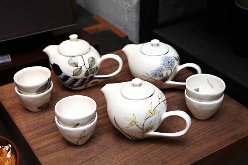 韓国の作家の茶器も販売
