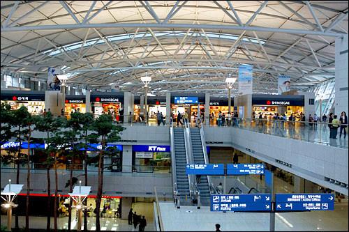 4c1dcbe2b757 たった二つの空港に日本は負けている、逆に言えば二つの空港だけで、日本の地方空港から、ハブ空港として利用される仁川空港と金浦空港、その効率の良さに驚く。
